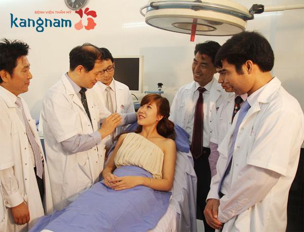 Các chuyên gia tư vấn phẫu thuật nâng mông được thực hiện thế nào?