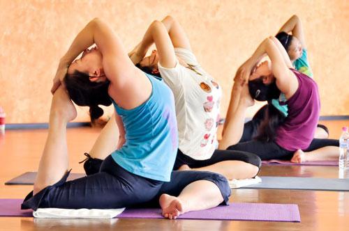 """Bật mí 6 động tác yoga """"chữa"""" vòng 3 chảy xệ1"""