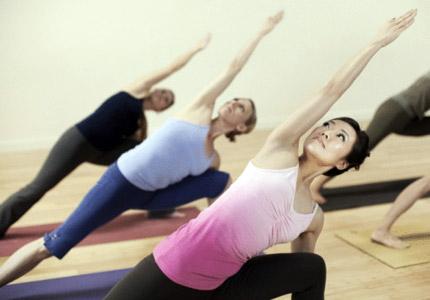 """Bật mí 6 động tác yoga """"chữa"""" vòng 3 chảy xệ3"""