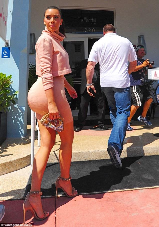 Kim Kardashian là người có vòng 3 khủng đẹp nhất thế giới