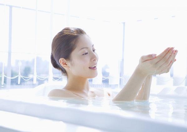 Tắm nước nóng không tốt cho việc lưu thông máu ở vùng mông