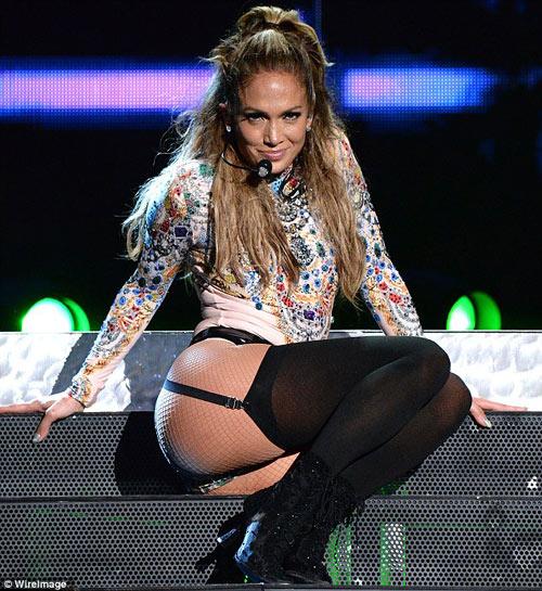 Jennifer Lopez tinh tế chọn đồ khoe vòng 3 nóng bỏng5