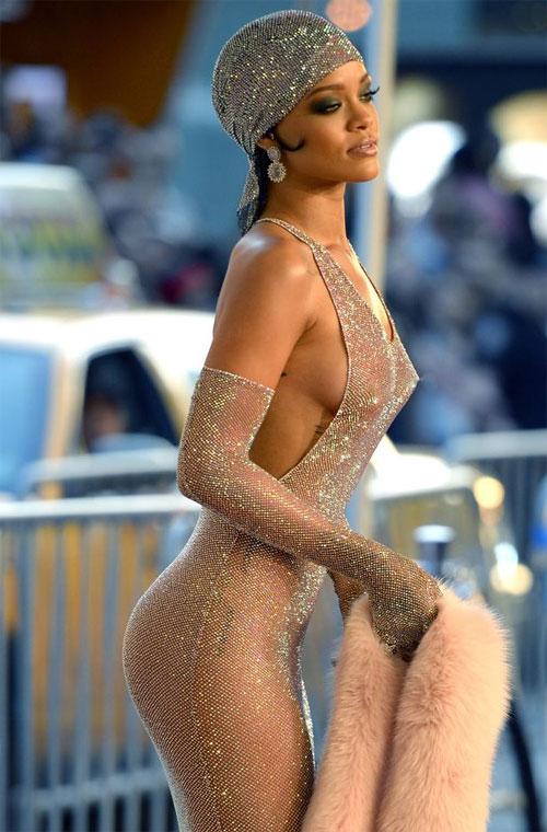 Rihanna là 1 trong những người đẹp sở hữu vòng 3 đắt giá nhất