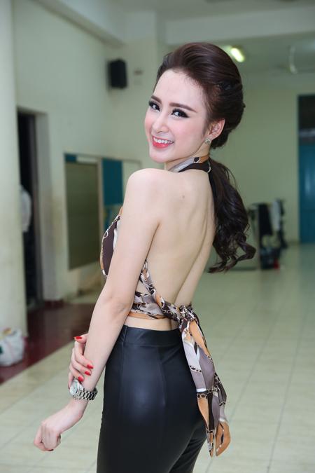Angela Phương Trinh là 1 trong mỹ nhân của showbiz Việt có vòng 3 căng tròn, gợi cảm nhất