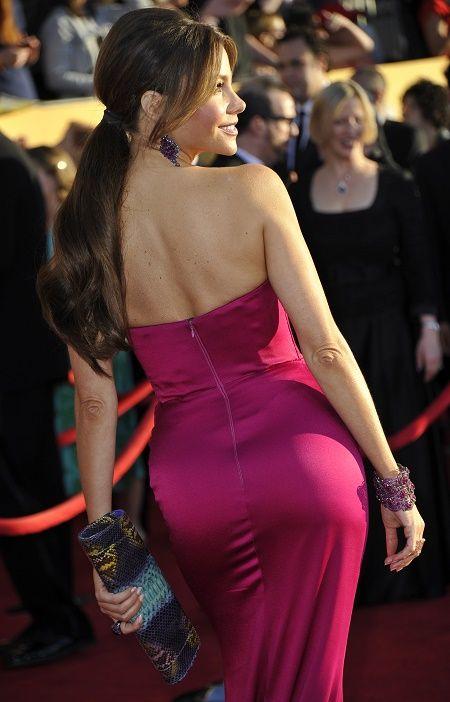 Sophia vô cùng quyến rũ với vòng mông đẹp