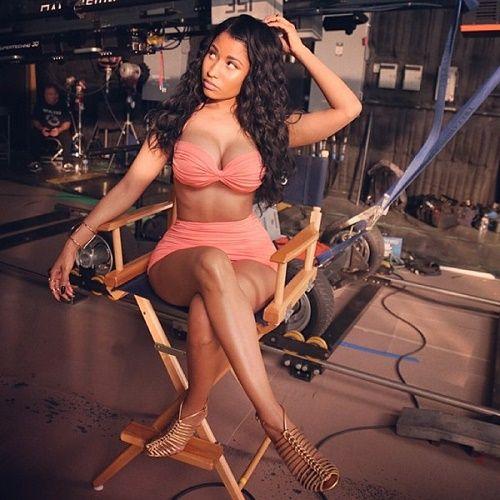 Nicki khoe thân hình gợi cảm