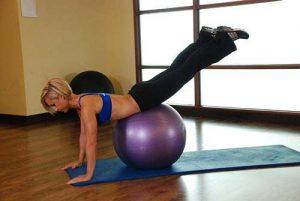 """""""Bí quyết"""" hướng dẫn cách tập gym cho mông to, đùi thon"""