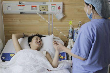Phi Thanh Vân nâng mông tại Kangnam 9