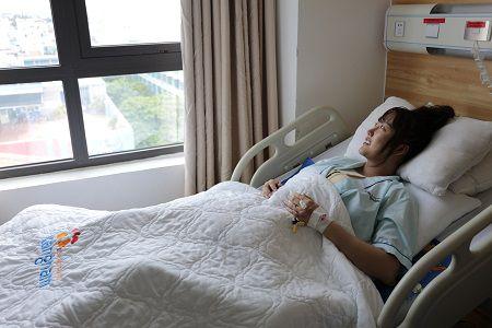 Phi Thanh Vân được nghỉ dưỡng tại phòng chăm sóc hậu phẫu Kangnam
